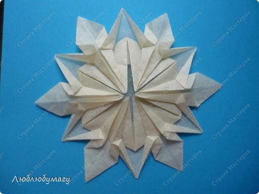 Снежинка сделана из папиросной бумаги. фото 1