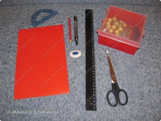 Обожаю всякие коробочки, шкатулочки, где можно хранить нужные предметы. Представляю вам декорированную коробочку в технике изонить. В ней я храню мои бусики. фото 2