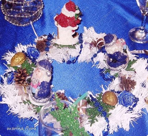 Рождество – самый долгожданный праздник, потому что именно он приносит не только много подарков, но, самое главное, ожидание чуда и волшебства.  Рождественский и новогодний венок – праздничный атрибут многих европейских стран. В нашей стране эта композиция не является исторически традиционной, но флористический венок входит в моду.    фото 11