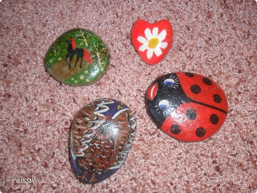 Эти камушки мои сыновья разрисовывали летом, когда мы отдыхали на озере, а я им помогала. фото 1