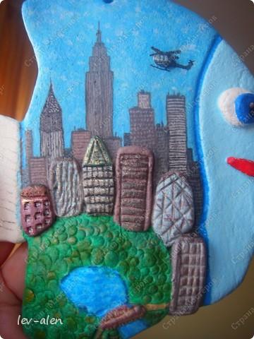 Нью-Йорк, хоть и не официальная, но всеже бизнес-столица США. Это крупнейший мировой центр. И в первую очередь Нью-Йорк ассоциируется с небоскребами Манхэттена.  Это очень интересный и необычный, интернациональный город. фото 2