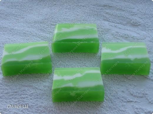 Наварила полосато-волнистого мыла:-))) Розовое с ароматом Иланг-иланга, зеленое с  Cabalero фото 3