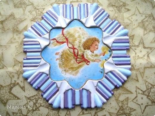 Гипс был залит в форму от мороженого, загрунтован, салфетка, контур, акриловая перламутровая краска по краю, акриловый глянцевый лак фото 7
