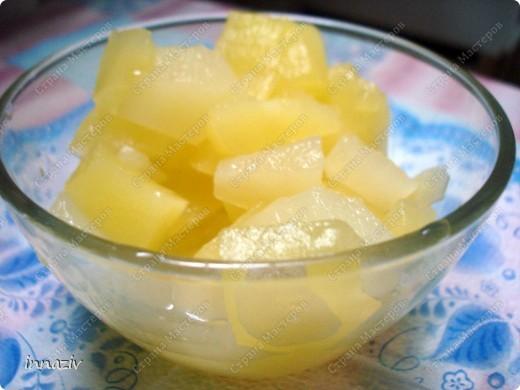 Эх, если б узнала я этот рецептик немного пораньше... Сколько кабачков было)))) А вот осталось несколько патиссонов. Ну что ж, приступим! Итак, на 3 кг кабачков нам потребуется  1 литр ананасового сока, полтора стакана сахарного песка, 2 чайные ложки лимонной кислоты. Нарезанные кабачки и все остальные ингридиенты смешиваем, доводим до кипения и кипятим 5 минут.Горячими раскладываем в стерилизованные банки и закатываем. ВСЁ!!!