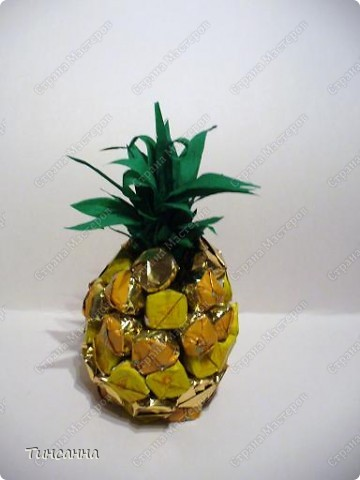 Попробовала сделать ананас из конфет. фото 1