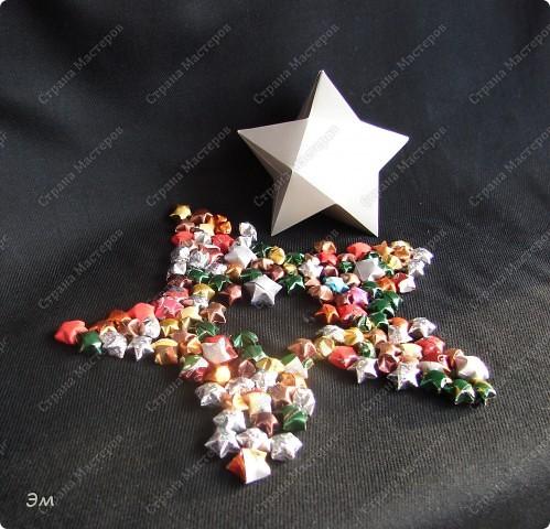 приветствую всех, ко зашёл в гости  мы опять немного помастерили) как делаются такие звёздочки, можно посмотреть здесь, http://crimsonxreign.deviantart.com/art/paper-star-tutorial-108431867    фото 1
