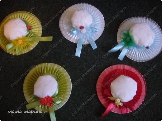 сшила шляпки для украшения ёлки так как с моей малышкой другие игрушки не повесить , а эти безопасны с ними и поиграть можно. фото 1