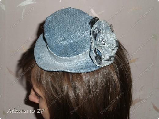 Дома завалялся небольшой кусок джинсовой ткани и я решила сделать себе маленькую шляпку-цилиндр (высота шляпки 6,5 см, а ширина по полю 15 см). Вот, что из этого получилось фото 5