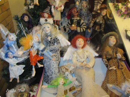 В Челябинске 18-19 декабря в Доме архитектора проходила Новогодняя 10-я выставка-продажа изделий ручной работы. Небольшой фоторепортаж. Первые 4 фотографии куклы от Ирины Викторовны Перебейнос фото 2