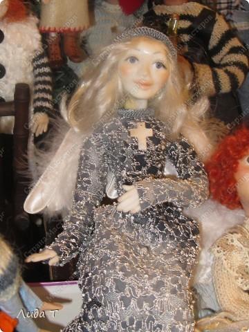 В Челябинске 18-19 декабря в Доме архитектора проходила Новогодняя 10-я выставка-продажа изделий ручной работы. Небольшой фоторепортаж. Первые 4 фотографии куклы от Ирины Викторовны Перебейнос фото 4