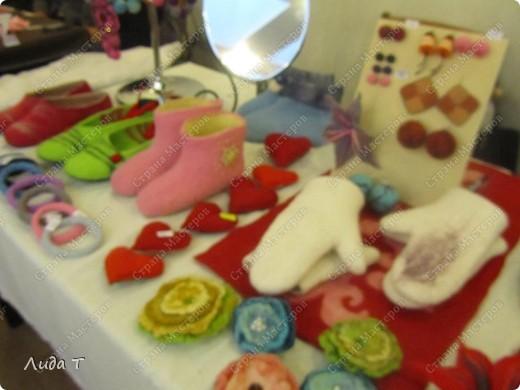 В Челябинске 18-19 декабря в Доме архитектора проходила Новогодняя 10-я выставка-продажа изделий ручной работы. Небольшой фоторепортаж. Первые 4 фотографии куклы от Ирины Викторовны Перебейнос фото 7