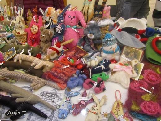 В Челябинске 18-19 декабря в Доме архитектора проходила Новогодняя 10-я выставка-продажа изделий ручной работы. Небольшой фоторепортаж. Первые 4 фотографии куклы от Ирины Викторовны Перебейнос фото 24