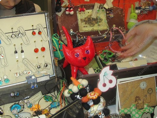 В Челябинске 18-19 декабря в Доме архитектора проходила Новогодняя 10-я выставка-продажа изделий ручной работы. Небольшой фоторепортаж. Первые 4 фотографии куклы от Ирины Викторовны Перебейнос фото 26