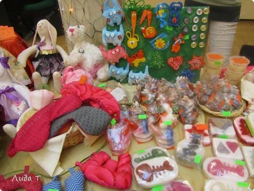 В Челябинске 18-19 декабря в Доме архитектора проходила Новогодняя 10-я выставка-продажа изделий ручной работы. Небольшой фоторепортаж. Первые 4 фотографии куклы от Ирины Викторовны Перебейнос фото 27