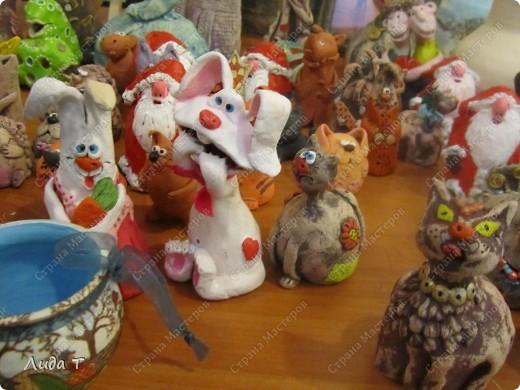 В Челябинске 18-19 декабря в Доме архитектора проходила Новогодняя 10-я выставка-продажа изделий ручной работы. Небольшой фоторепортаж. Первые 4 фотографии куклы от Ирины Викторовны Перебейнос фото 30