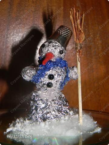 Вот такого снеговичка Луиза смастерила на занятии в художественной школе фото 1