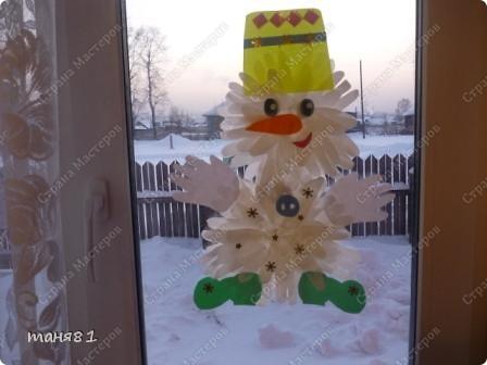 Сделали снеговика на окно, двусторонний(одинаковый с каждой стороны) фото 2