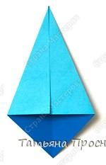 Возьми квадратный лист бумаги. Согни его по диагонали и разогни. фото 3