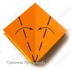 Возьми квадрат бумаги. Согни его пополам и разогни в обоих направлениях. фото 4