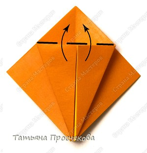 Возьми квадрат бумаги. Согни его пополам и разогни в обоих направлениях. фото 5