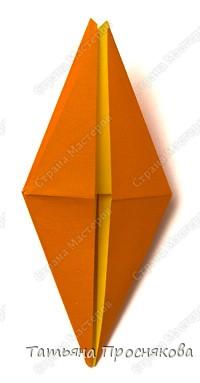 Возьми квадрат бумаги. Согни его пополам и разогни в обоих направлениях. фото 9