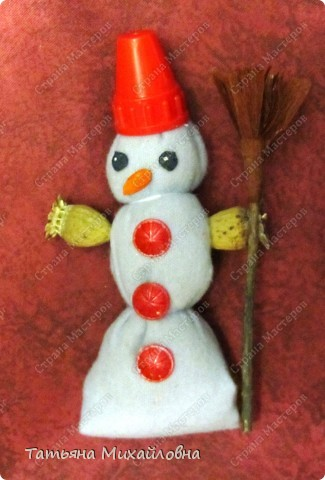 """Кукол по народным традициям мы мастерили.   См: """"Игровые куклы """" http://stranamasterov.ru/node/100802   Почему бы не попытаться использовать эту идею для новогодних поделок. фото 2"""