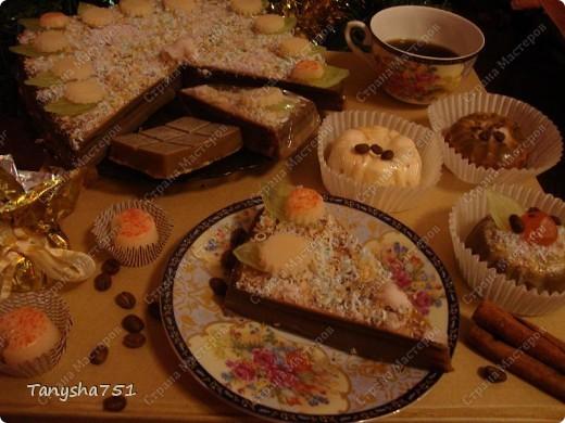 """Все свои творения """"пирожные, торты, конфеты"""" собрала в кучу и устроила им фотосессию. Мне кажется получилось мило.  фото 1"""