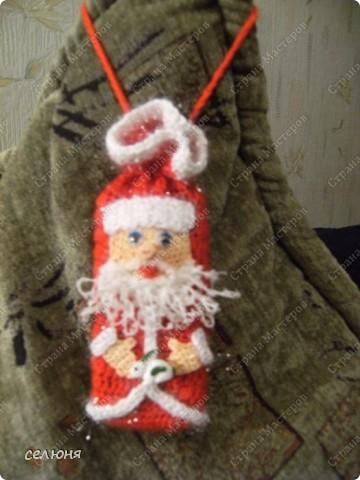 Это символ 2011 года - зайка-очаровашка. Мой мастер-класс по вязанию такого чуда здесь - http://kru4ok.ru/tag/konkurs-belyjj-krolik/page/6/  фото 6