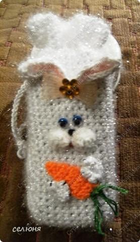 Это символ 2011 года - зайка-очаровашка. Мой мастер-класс по вязанию такого чуда здесь - http://kru4ok.ru/tag/konkurs-belyjj-krolik/page/6/  фото 7