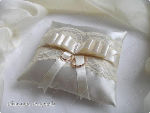 Свадебные подушечки для обручальных колец фото 1