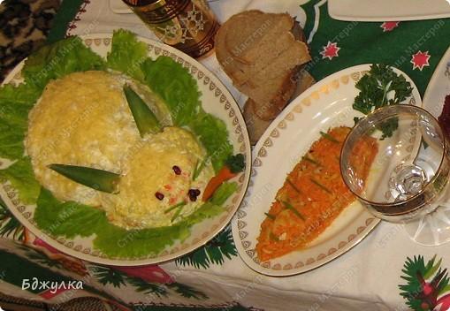 """Салатики """"Морковка"""" (морковь по-корейски с яблоками и орехами) и """"Кролик"""" (слоёный салат: картошка, морковь, крабовые палочки, яйца и твёрдый сыр+ майонез для прослойки) фото 1"""