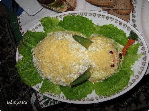 """Салатики """"Морковка"""" (морковь по-корейски с яблоками и орехами) и """"Кролик"""" (слоёный салат: картошка, морковь, крабовые палочки, яйца и твёрдый сыр+ майонез для прослойки) фото 2"""