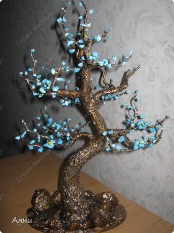 Идею бирюзового дерева уже давно видела где-то в инете. Но когда на глаза попалась низка бирюзовых бус - желание сделать дерево проснулось. Несколько бессонных ночей и вот результат. фото 1
