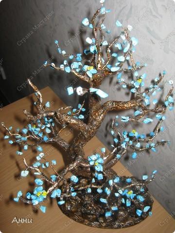 Идею бирюзового дерева уже давно видела где-то в инете. Но когда на глаза попалась низка бирюзовых бус - желание сделать дерево проснулось. Несколько бессонных ночей и вот результат. фото 3