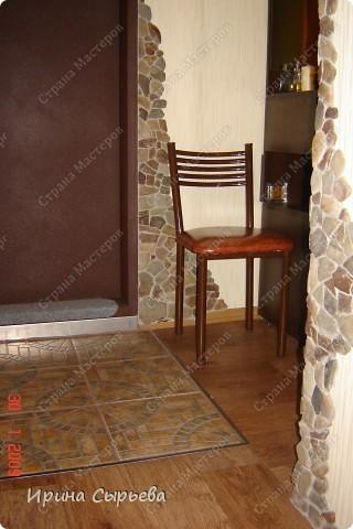 На входе уложил кв.метр керамической плитки,предварительно укрепив доски пола. фото 2
