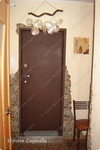 На входе уложил кв.метр керамической плитки,предварительно укрепив доски пола. фото 3