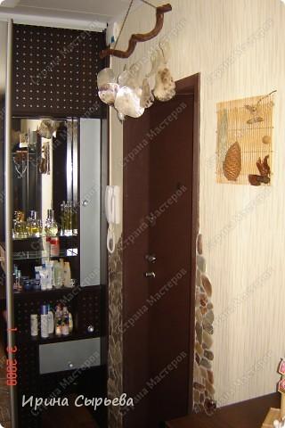 На входе уложил кв.метр керамической плитки,предварительно укрепив доски пола. фото 7