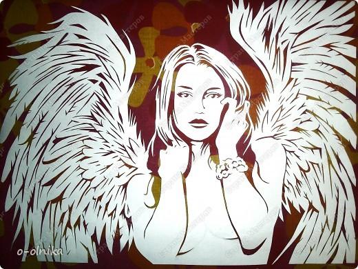 Вокруг нас столько ангелов летает… Открой глаза и ты увидишь крылья, Покрытые лучистой звездной пылью, Они и нас с тобою окрыляют !  фото 1