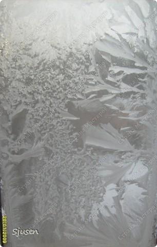 На создание этой работы меня вдохновила необычная шестигранная форма баночки из-под джема и... многочисленные причудливые морозные узоры на стеклах дома моей бабушки.  В итоге родилась вот такая насыпушка - на каждой грани фрагменты разных морозных узоров))  фото 7