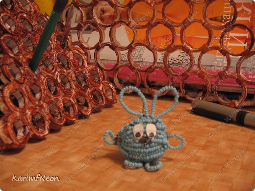 По-китайскому календарю год-кролика. В России Есть свой кролик - КРОШ. Так, что Этот год, например у меня, будет годом-Кроша. Это моя первая работа с бисером.