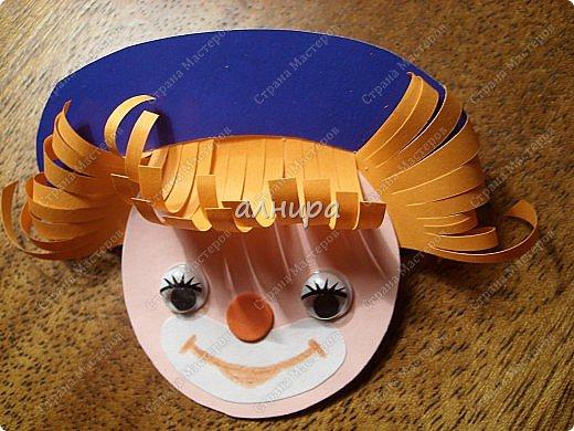 Получился вот такой весёлый человечек( может клоун. может Незнайка, может ещё кто то, кто пришёл на день рождения)Хочу показать в картинках как я делала эту открытку. Вдруг кому нибудь пригодится. фото 8