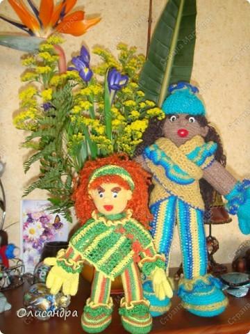 Это вторая куколка,связанная по описанию Annet http://www.u-mama.ru/read/article.php?id=1144  Автором идеи является Нелли Больгерт ... http://www.beadsky.com/nelly_borgelt.php?ln=ru   На первую куколку можно посмотреть здесь... http://stranamasterov.ru/node/136111   фото 8