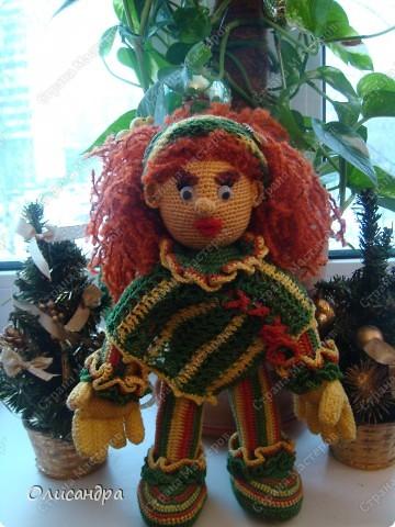 Это вторая куколка,связанная по описанию Annet http://www.u-mama.ru/read/article.php?id=1144  Автором идеи является Нелли Больгерт ... http://www.beadsky.com/nelly_borgelt.php?ln=ru   На первую куколку можно посмотреть здесь... http://stranamasterov.ru/node/136111   фото 4