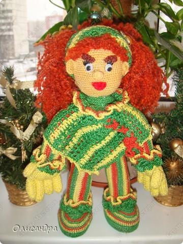 Это вторая куколка,связанная по описанию Annet http://www.u-mama.ru/read/article.php?id=1144  Автором идеи является Нелли Больгерт ... http://www.beadsky.com/nelly_borgelt.php?ln=ru   На первую куколку можно посмотреть здесь... http://stranamasterov.ru/node/136111   фото 5