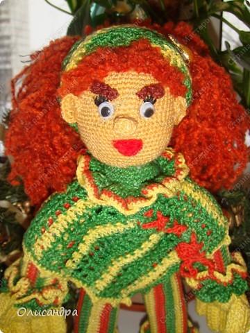 Это вторая куколка,связанная по описанию Annet http://www.u-mama.ru/read/article.php?id=1144  Автором идеи является Нелли Больгерт ... http://www.beadsky.com/nelly_borgelt.php?ln=ru   На первую куколку можно посмотреть здесь... http://stranamasterov.ru/node/136111   фото 1