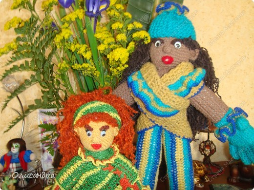 Это вторая куколка,связанная по описанию Annet http://www.u-mama.ru/read/article.php?id=1144  Автором идеи является Нелли Больгерт ... http://www.beadsky.com/nelly_borgelt.php?ln=ru   На первую куколку можно посмотреть здесь... http://stranamasterov.ru/node/136111   фото 7