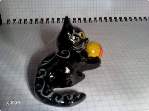 Котёнок. Солёное тесто, инкрустация стразами, роспись - гуашь, лак. фото 1