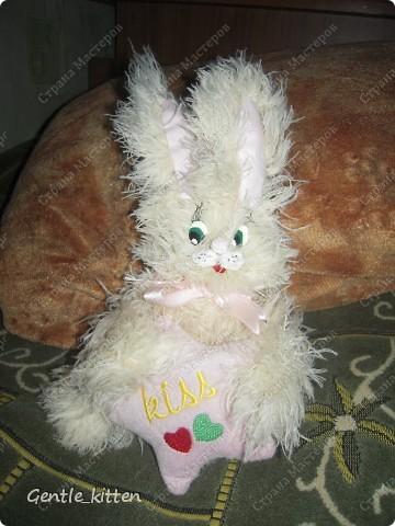 Вязать начала давно, еще в школе ходила на кружок))  Цыпленок - первая моя вязанная игрушка, мне тогда было наверно лет 11. Елочку вязала уже позже. фото 2