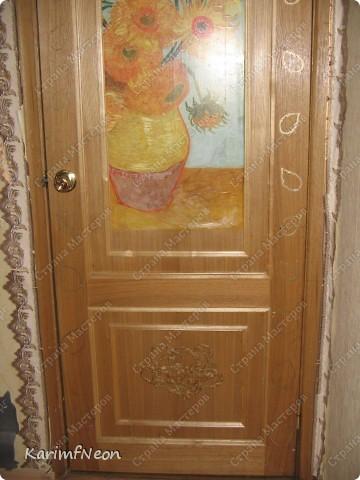 Декор на дверь.... Полностью приклеивать не стал (ремонт ещё продолжается и я могу передумать клеить декор здесь). Клеил на маленькие кусочки Двухстороннего скотча. фото 8