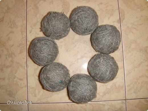 Темари- красивые шарики, которые очень приятно... не только держать в руках, но и делать... Здесь Вы можете подробно узнать об этом прекрасном искусстве... http://www.temari.ru/index.php http://leit.ru/modules.php?name=Pages&pa=list_pages_categories&cid=33 фото 5
